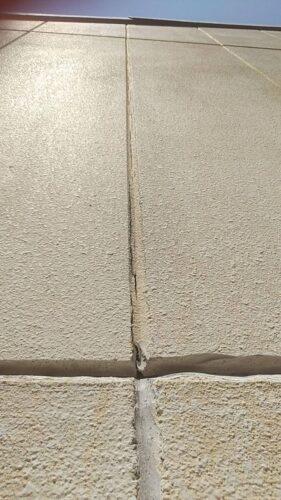 外壁のひび割れ画像